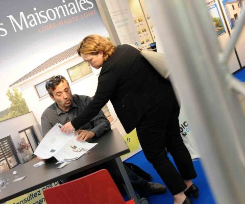 Rencontre entre exposants et visiteurs au Salon Immobilier de Saint-Etienne 2017